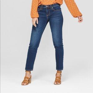 Women's mid rise girlfriend crop jeans